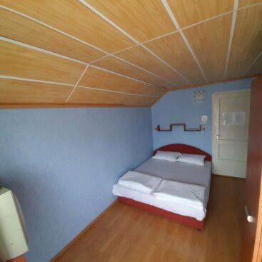 Vonyarcvashegy - franciaágyas szoba az emeleten