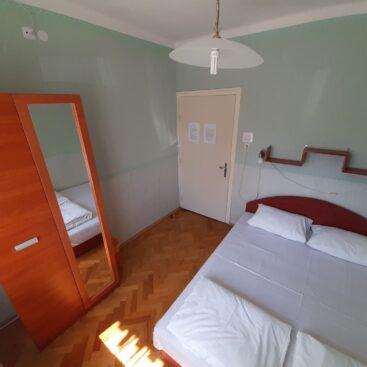 Franciaágyas szoba a földszinten