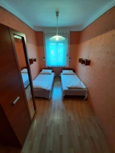 Vonyarcvashegyi kétágyas földszinti szoba