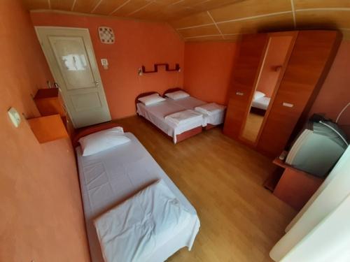 Háromágyas emeleti szoba