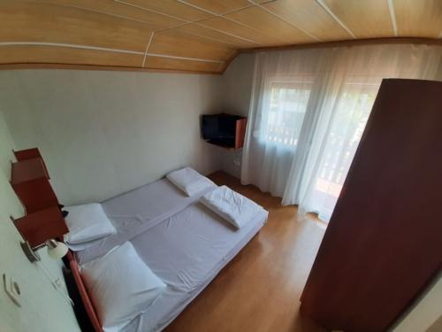 Vonyarcvashegy - kétágyas szoba az emeleten
